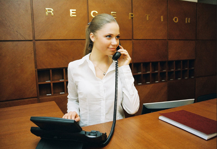 Female receptionists work at the Armed Forces in Abu Dhabi ...